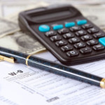 Ручка и калькулятор